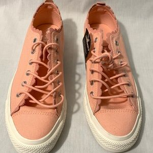 SOLD! Converse Chuck Taylor Women's Shoes
